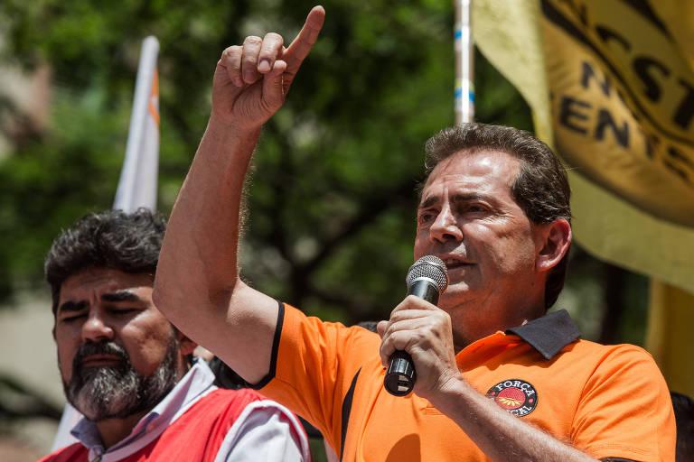 Paulinho da Força discursa para manifestantes em protesto da Força Sindical e centrais sindicais contra a reforma da Previdência, em São Paulo