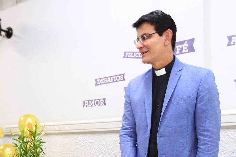 Padre Reginaldo Manzotti comemora aniversário de 49 anos