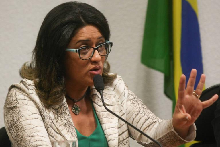 Meire Poza, ex-contadora do doleiro Alberto Youssef, durante depoimento na CPMI da Petrobras