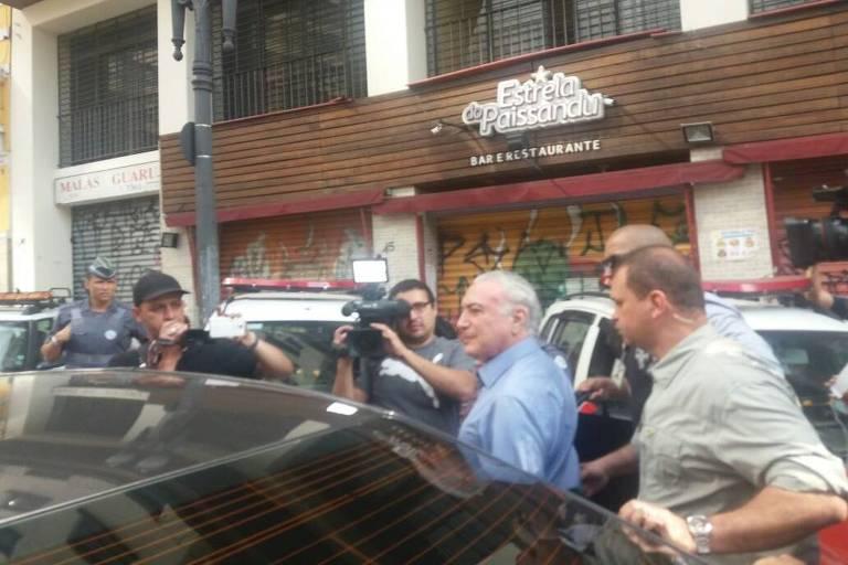 O presidente Michel Temer foi hostilizado e deixa às pressas local de desabamento em SP