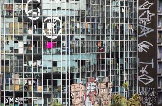 ***Especial Cidade Ociosa. Aniversario de Sao Paulo***. Vista do predio Paissandu (que ja foi sede da Policia Federal e atualmente eh ocupado por invasores) constuido em 1965, localizado na esquina da av Rio Branco  com r Antonio de Godoi  no largo Paissandu no centro de SP