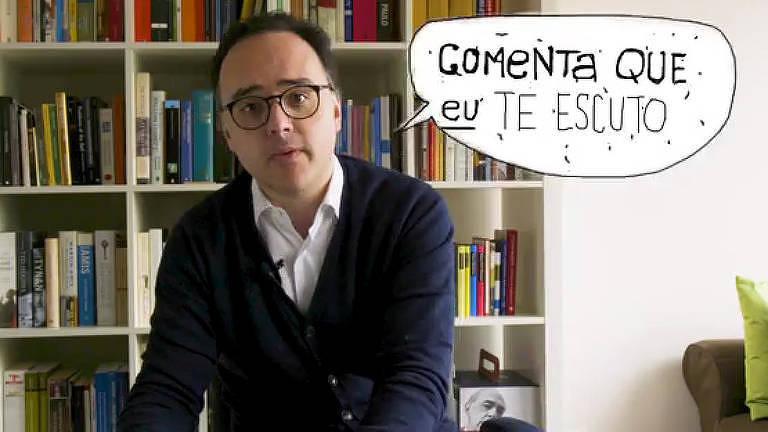 Joãos Pereira Coutinho sentado em frente a uma estante de livros; ao seu lado um balão de fala com os dizeres: Comenta que eu te escuto