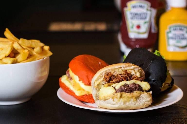 Guia testa rodízios inusitados que vão de hambúrgueres a açaí - 04 05 2018  - Guloseimas - Guia Folha 908bd181ee905