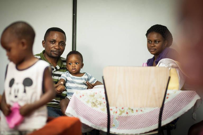 O congolês Lusangu Kibanda com a esposa Mutoto e o filho Jaime