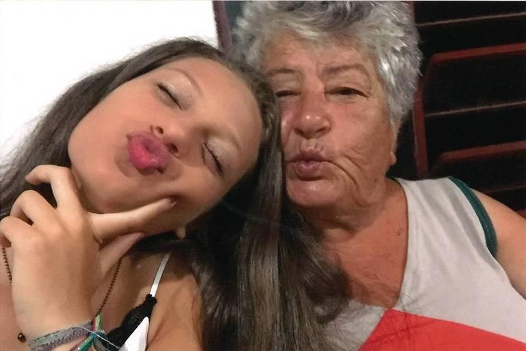 Terezinha Bandeira Farias com a neta, Marcella
