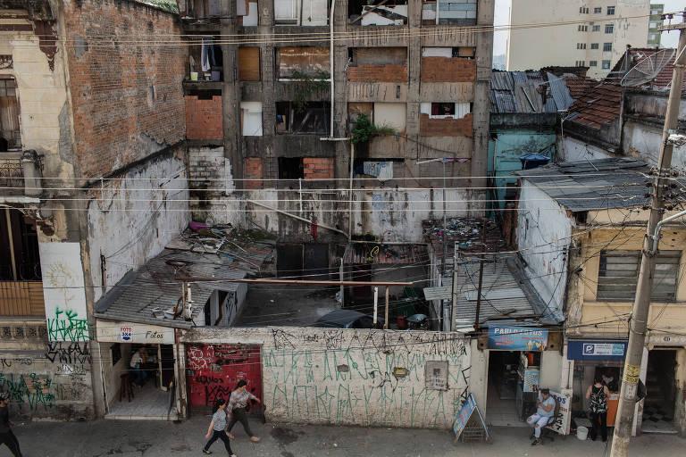 """Fachada do edifício """"Caveirão"""", que fica na rua do Carmo, região da Sé"""