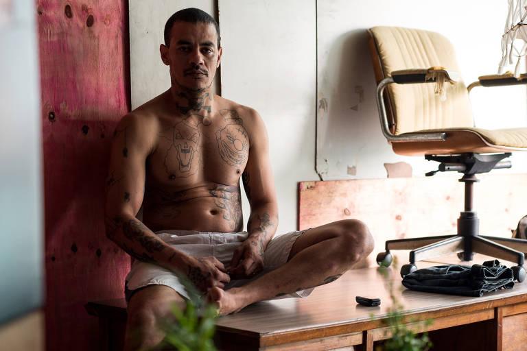 Ricardo, que desapareceu ao ser resgatado, em seu apartamento no edifício Wilton Paes de Almeida em 2015