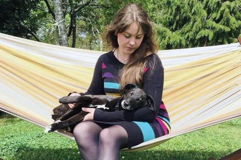 Rebecca Barker diz que dependência em sexo arruinou seu relacionamento e a levou a se isolar