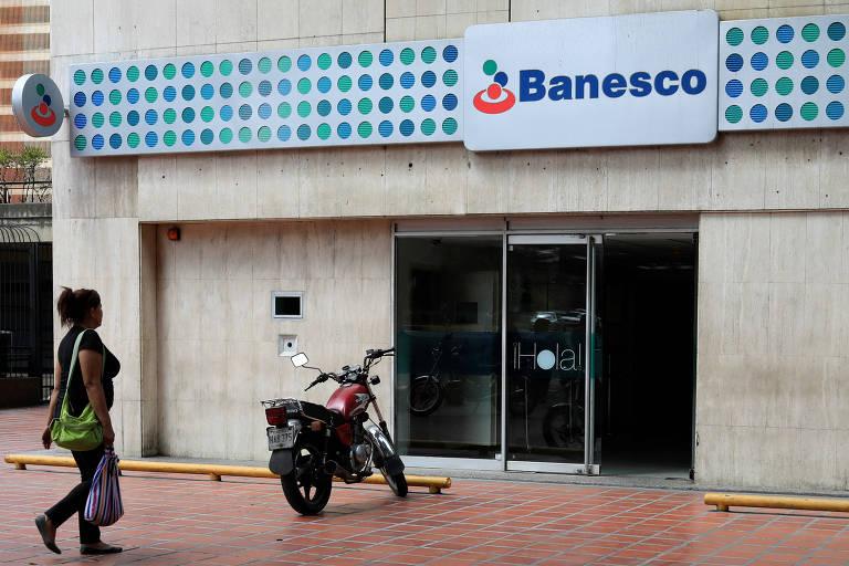 Governo intervém por 90 dias em principal banco privado