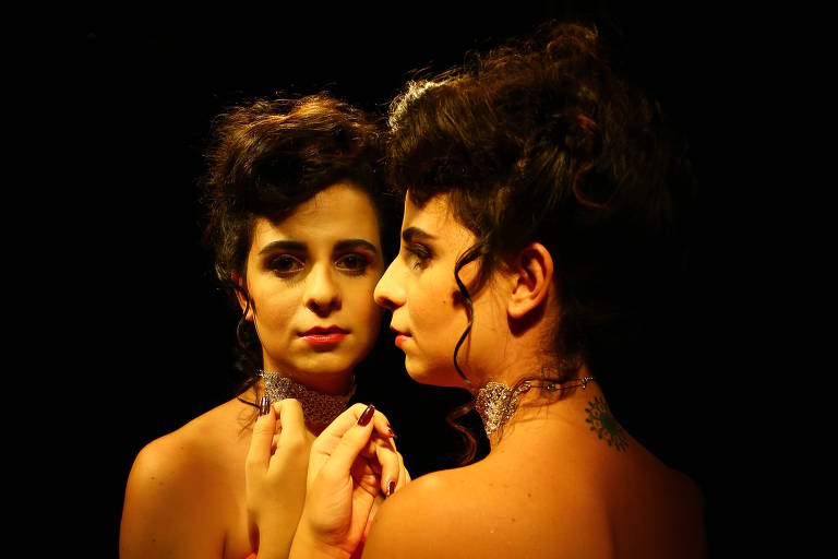 """Cena de """"Cabaret Trans"""", dos Satyros"""