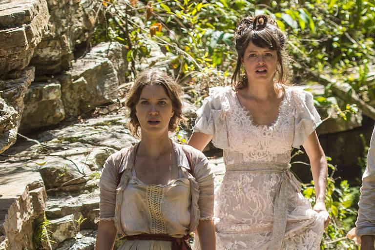 Elisabeta (Nathalia Dill) e  Ema (Aghata Moreira) em cena da novela 'Orgulho e Paixão'