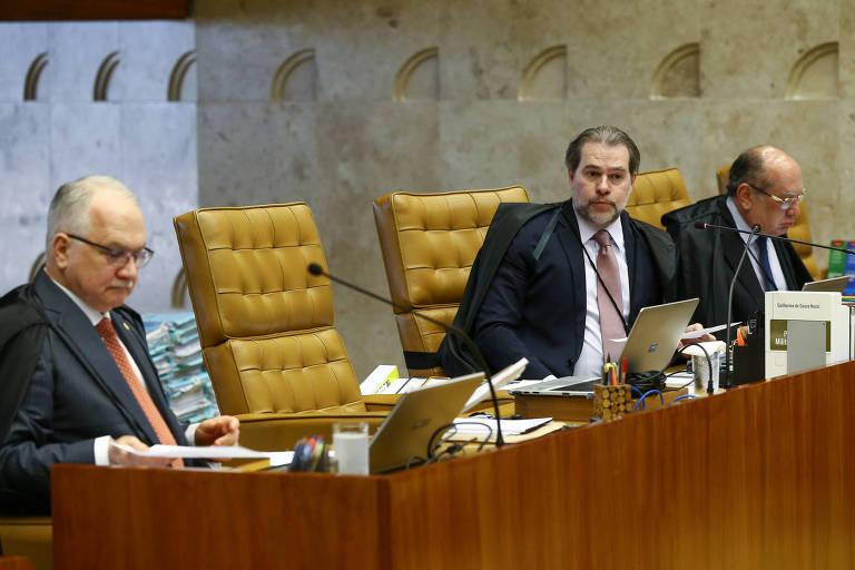 Os ministros Edson Fachin, Dias Toffoli e Gilmar Mendes em sessão do STF que discute o foro especial a parlamentares