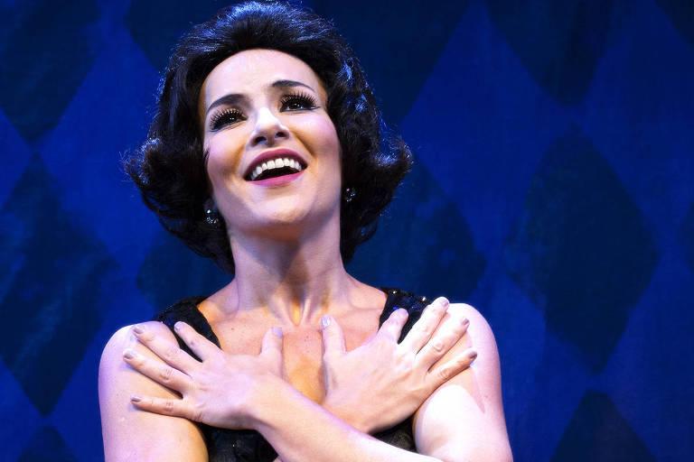 """Amanda Acosta no papel de Bibi Ferreira no musical """"Bibi, uma Vida em Musical"""""""