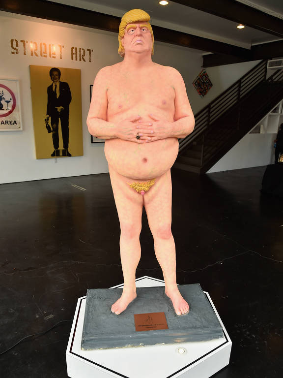 Estátuas de Donald Trump nu