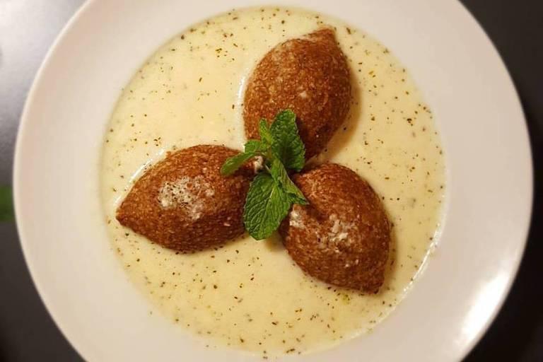 Quibe na coalhada é opção de prato no restaurante Nahná