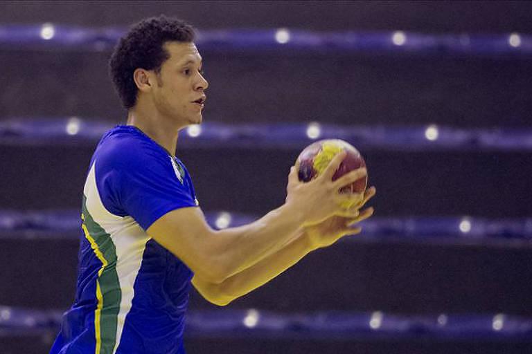 Thiagus Petrus durante treino da seleção brasileira