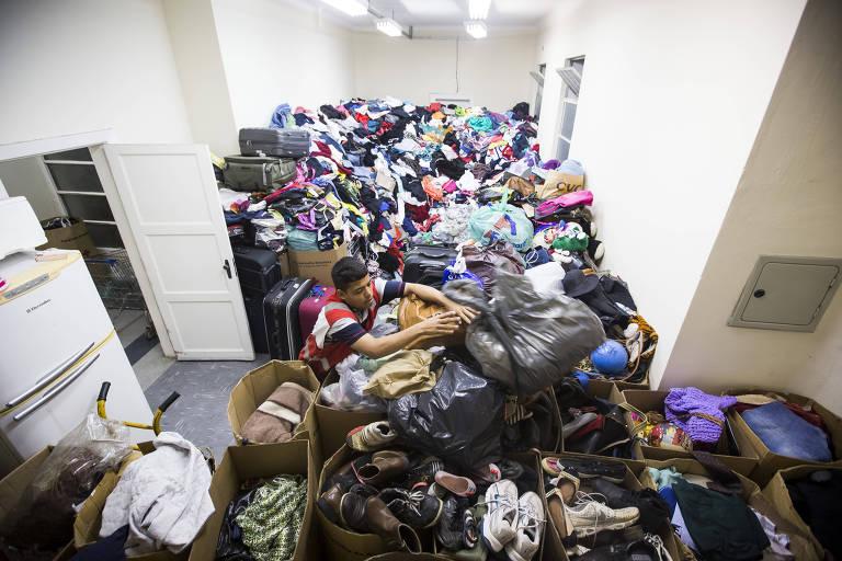 Doações armazenadas na sede da Cruz Vermelha, na zona sul de São Paulo