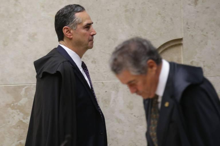 Os ministros Luís Roberto Barroso e Marco Aurélio Mello, do STF, durante a sessão em que a corte decidiu restringir o foro privilegiado