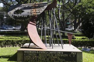 Praça das Guianas - Leão Serva