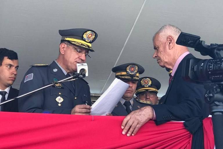 Coronel Marcelo Vieira Salles, novo comandante da PM paulista, homenageia o pai em cerimônia de posse