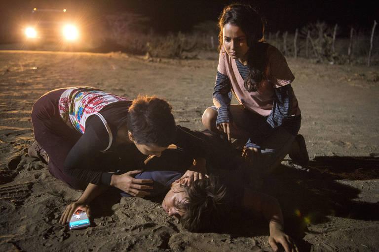 'Onde Nascem os Fortes': Maria (Alice Wegmann) é resgatada por Aldina (Camila Mardila) e Marinês (Fernanda Marques)