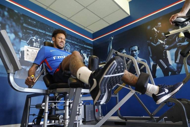 Neymar retorna ao PSG após cirurgia e faz treinamento físico