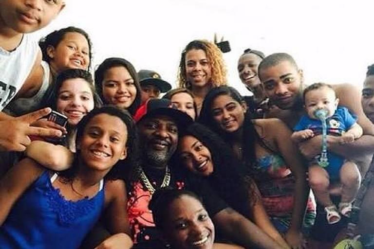 Mr. Catra com sua família