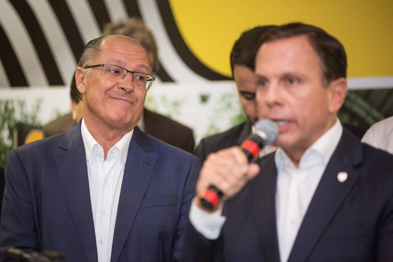 Geraldo Alckmin e João Doria, durante inauguração da estação Oscar Freire do metrô, em abril (Diego Padgurschi /Folhapress)