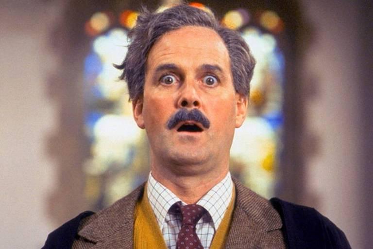 """O ator John Cleese, em cena do filme """"O Sentido da Vida"""", de Monty Python."""