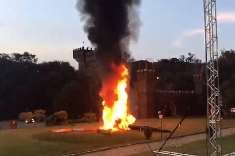 Helicóptero em chamas