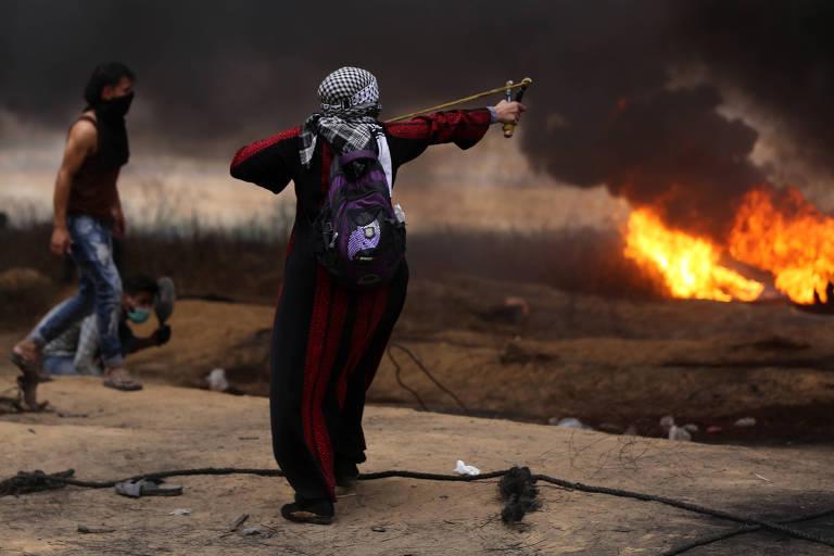 Palestinos participam de protestos na fronteira da faixa de Gaza com Israel na sexta (4); atos são apoiados pelo Hamas