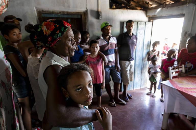Família de Selma reunida na casa da mãe, Romelita, no sertão baiano