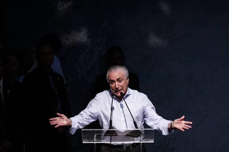 Temer gesticula ao falar em lançamento de candidatura de Paulo Skaf (MDB) ao governo de SP, em Jaguariúna, em 5 de maio