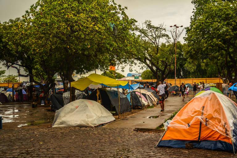 Barracas onde ficavam os imigrantes venezuelanos na praça Simón Bolívar, em Boa Vista (RR)