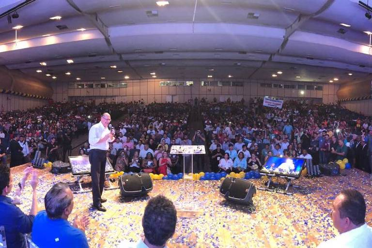 Geraldo Alckmin (PSDB-SP) no palco durante evento de sua pré-campanha em São Luís (MA)