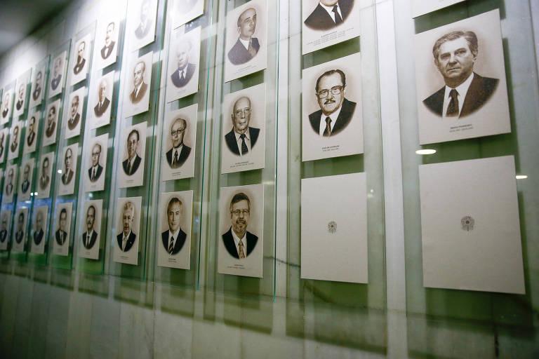 Parede com fotos de presidentes da Câmara