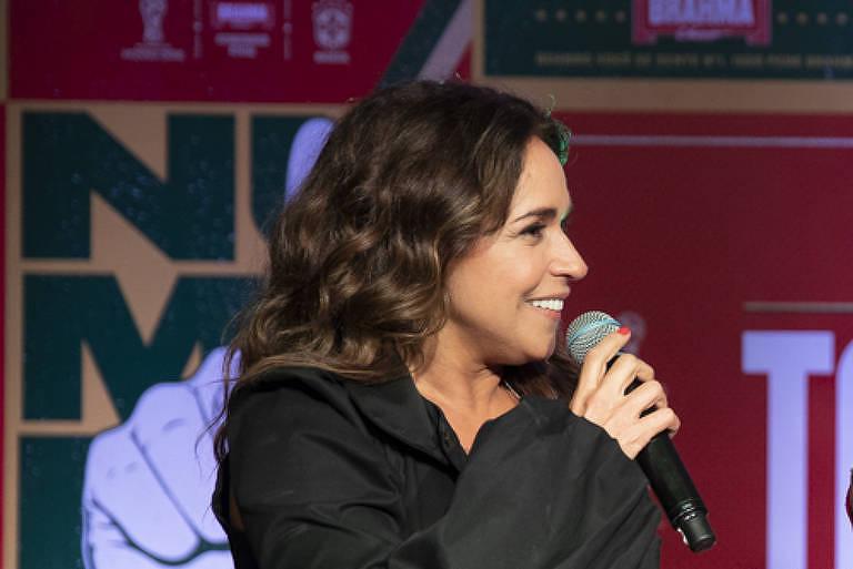 Daniela Mercury e Iza cantam jingle da Copa de 94 para Mundial da Rússia (6.mai.2018)
