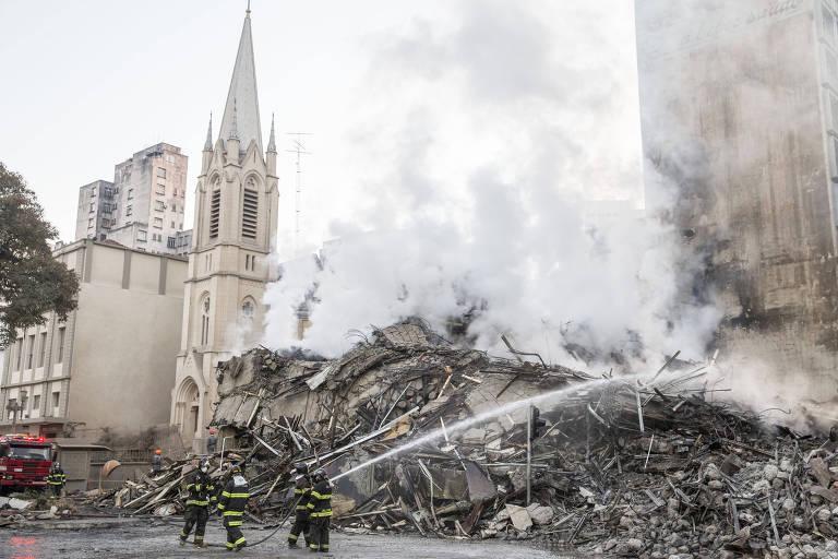 Montanha de escombros um dia após desabamento de prédio no centro de SP
