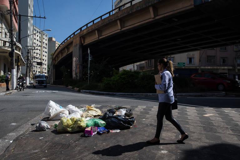 Acúmulo de lixo no centro de São Paulo