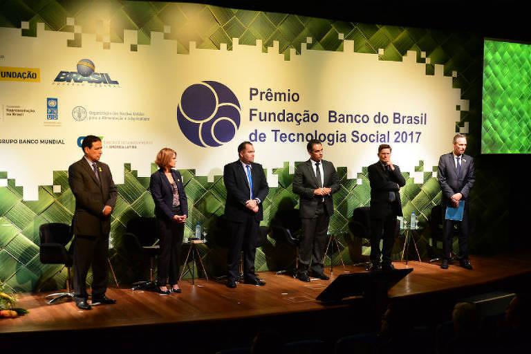 "Da esq. p/ dir.: Victor Frontaura (CAF); Maristela Baioni (Pnud); Fábio Eon (Unesco); Asclepius ""Pepe"" Soares (FBB); Alan Bojanic (FAO); e Martin Raiser (Banco Mundial)"