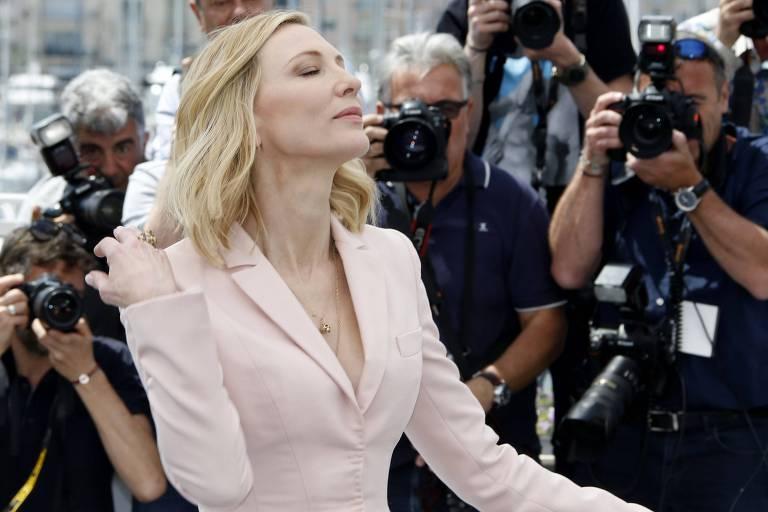 Cate Blanchett posa para fotógrafos; atriz australiana é a presidente do júri do Festival de Cannes