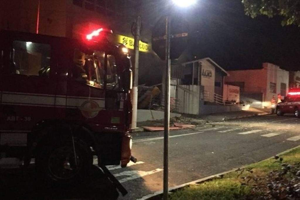 0cfdbd95972 Quadrilha explode bancos e agência dos Correios e rouba joalheria em Goiás