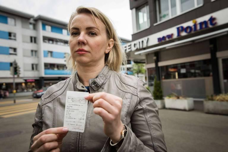 Russa paga gorjeta de 7 mil francos por engano