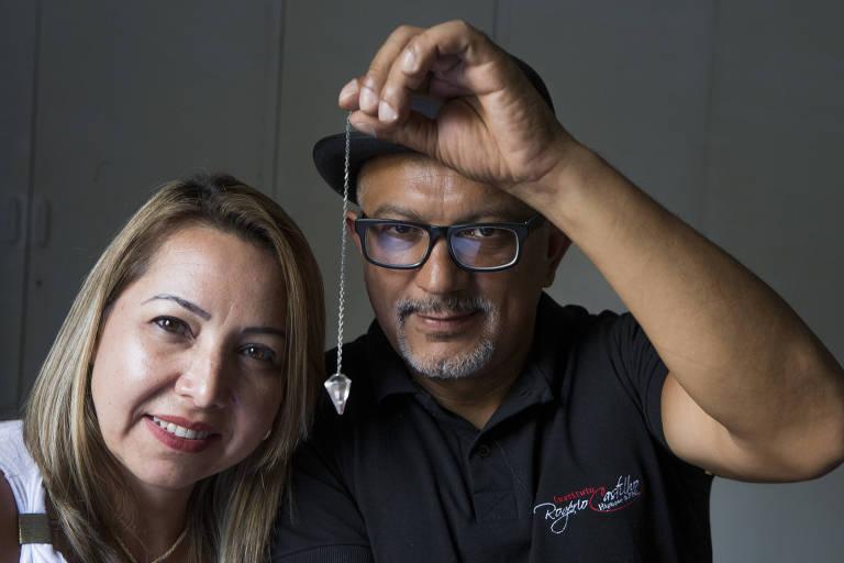 A parapsicóloga Adriana Borges, 44, com Rogério Castilho, que é o seu hipnoterapeuta