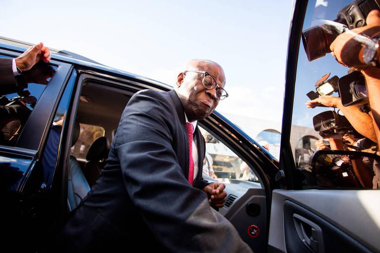 O ex-presidente do STF, Joaquim Barbosa, após reunião na sede do PSB em Brasília