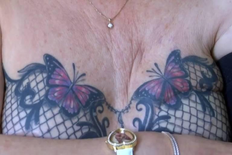 A britânica Linda Bright precisou retirar o seio esquerdo em 2013 e recuperou sua autoestima com a tatuagem