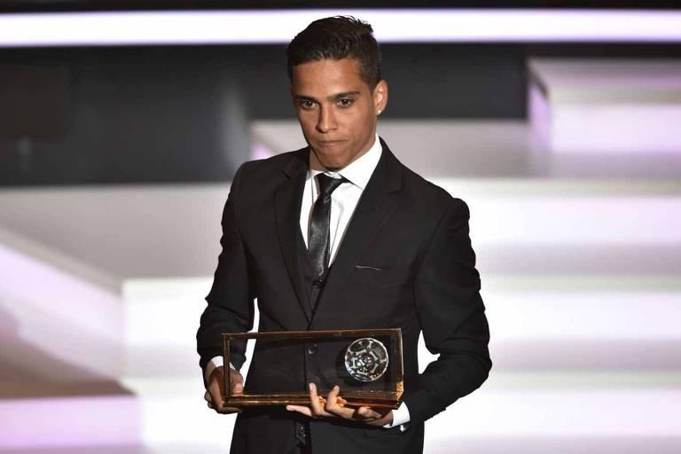 Wendell Lira, vencedor do prêmio de gol mais bonito do mundo em 2015, virou youtuber de games