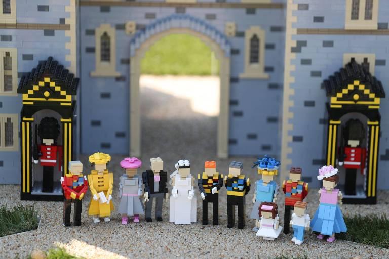 Casamento real feito de Lego