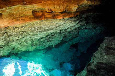 Blue Well, cave with blue lagoon in the Chapada Diamantina, Brazil. Credito Ronaldo Melo / Fotolia