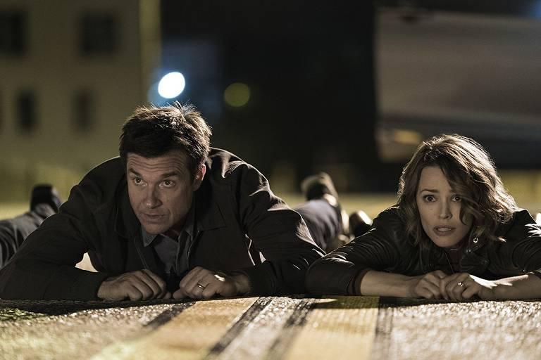 """Os atores Jason Bateman e Rachel McAdams no filme """"A Noite do Jogo"""""""